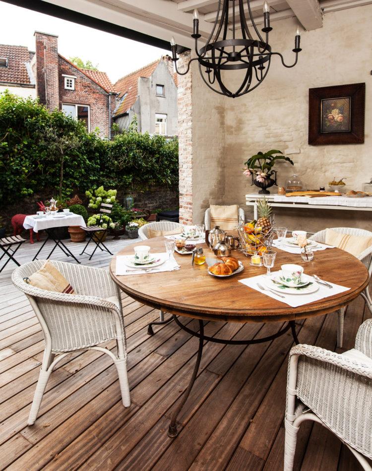 Frühstuck im Garten von B&B Maison Amodio, Brügge