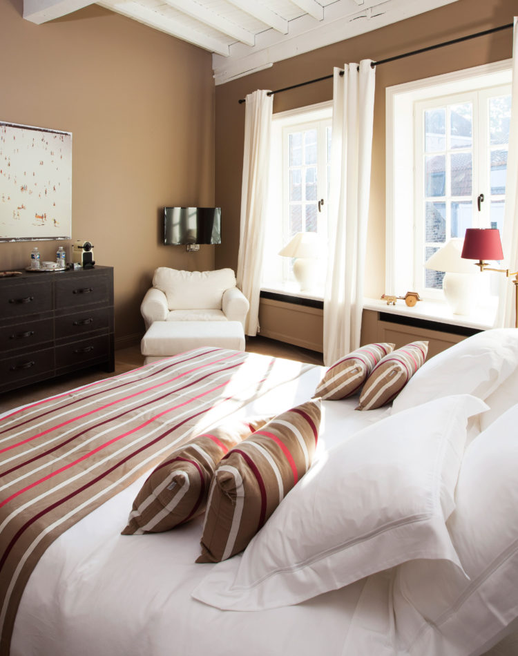The Biarritz-room in bed and breakfast Maison Amodio in Bruges. Perfect for a cosy and relaxing stay!