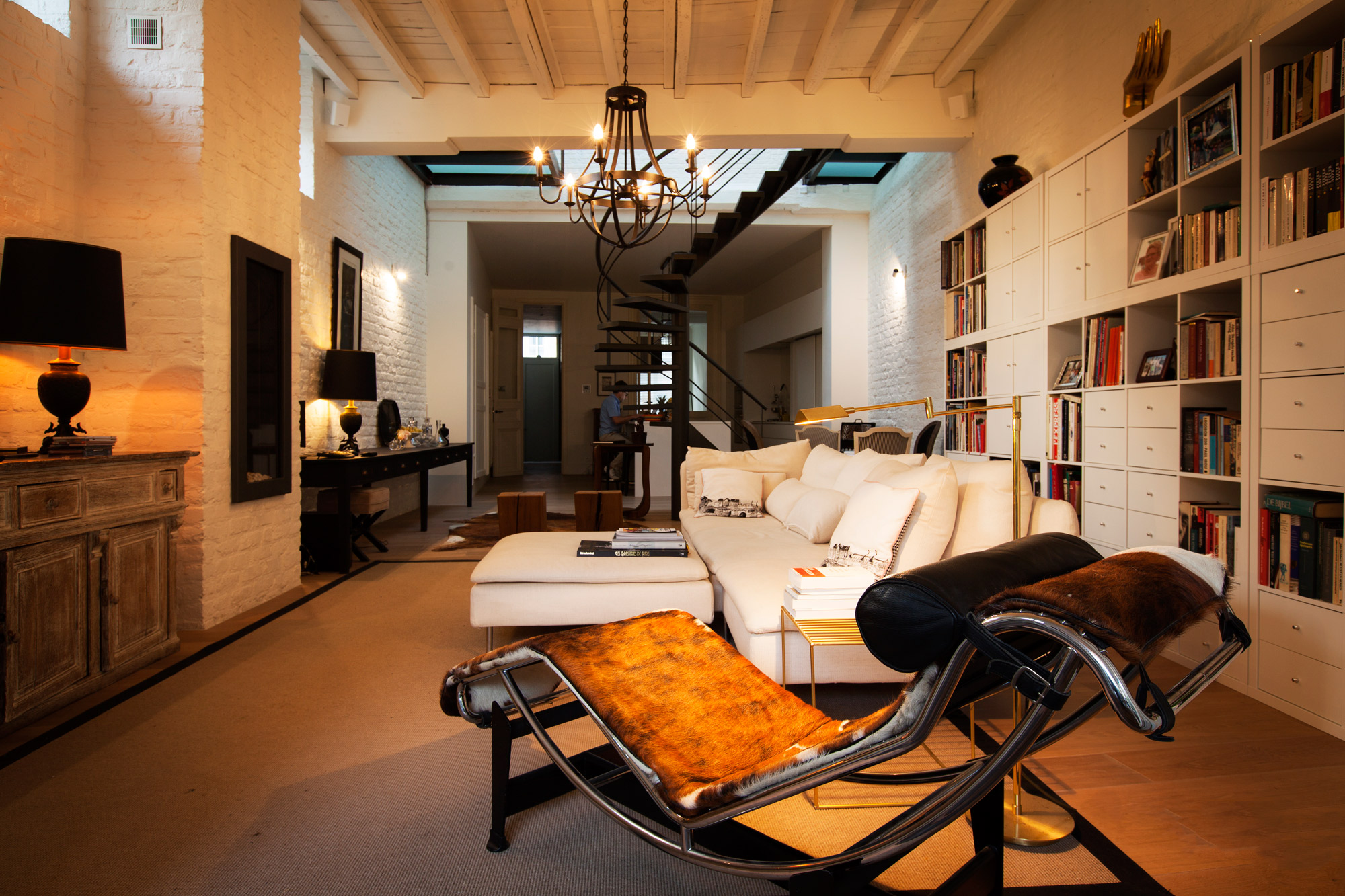 The stylish and cosy interior at bed and breakfast Maison Amodio in Bruges