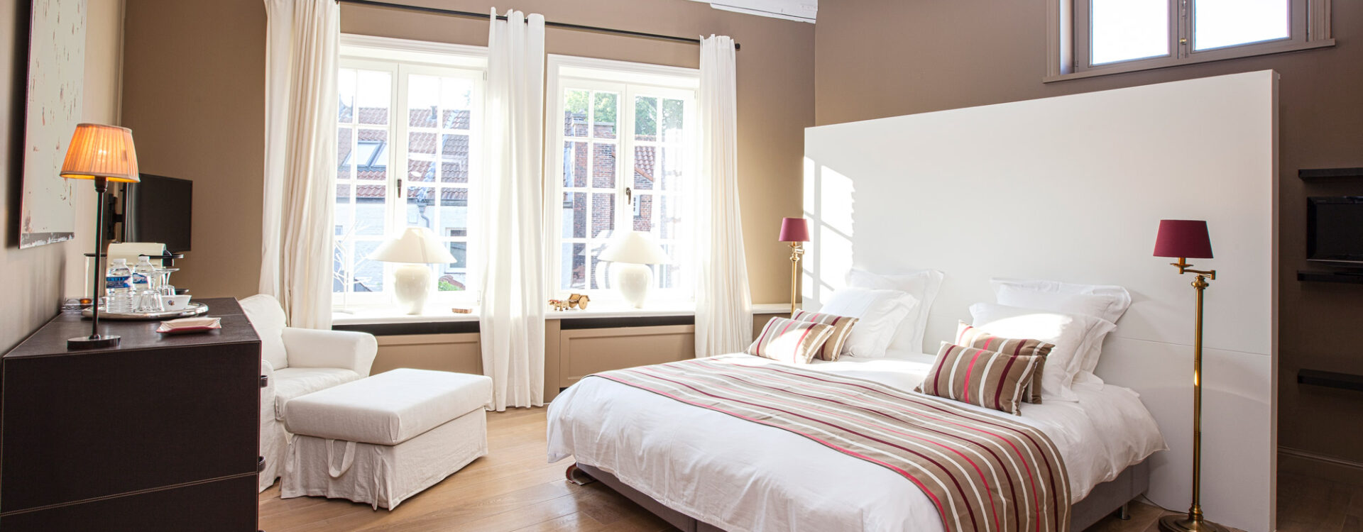 Maison Amodio is a stylishly decorated bed and breakfast in the centre of Bruges where you can have a perfect stay. This is the Biarritz-room.