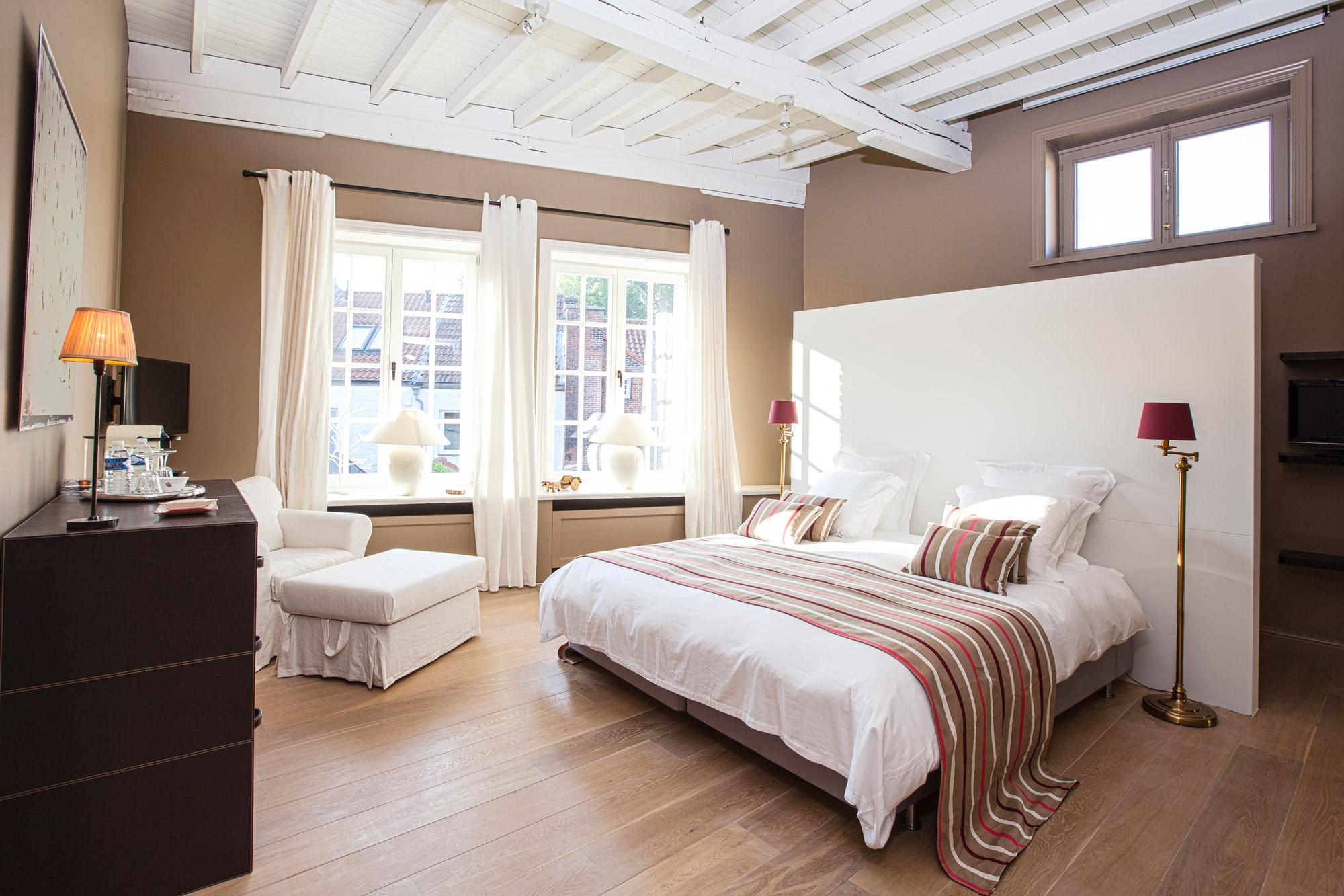 Maison Amodio is een stijlvol ingericht bed and breakfast in het centrum van Brugge waar u heerlijk kunt overnachten. Dit is de Biarritz-kamer.